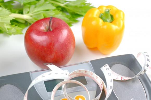 体重計とメジャーと野菜
