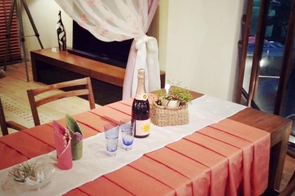 ワインとテーブルランナー