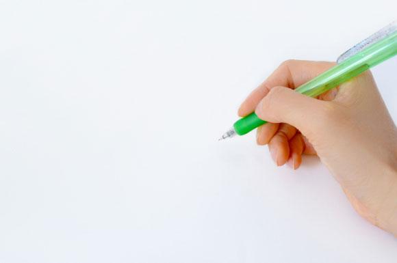 シャーペンを持つ手