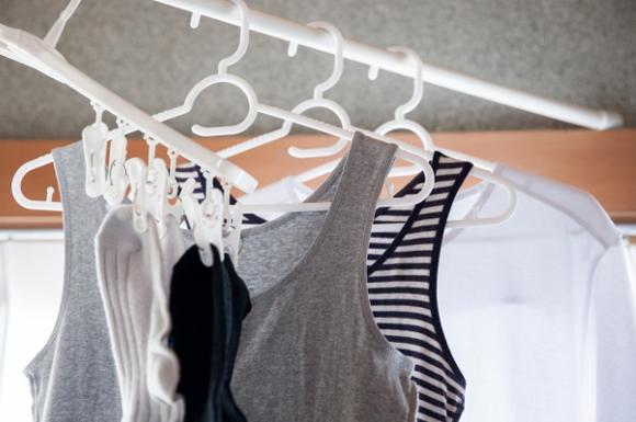突っ張り棒と洗濯物
